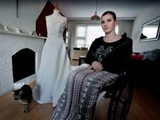 Dordtse verkoopt trouwjurk vanwege ziekte: 'Hij doet me denken aan wat ik verloren heb'