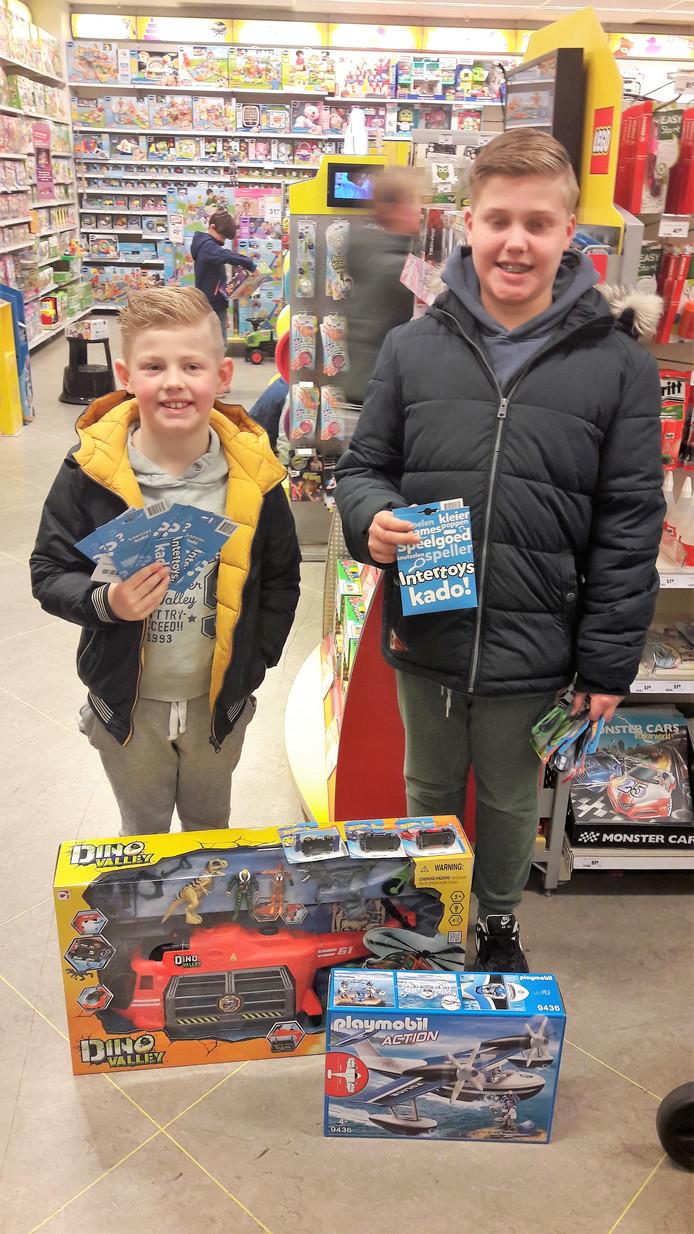 Pepijn en Thimo van Heel hebben hun nieuwe speelgoed in Tilburg uitgezocht.