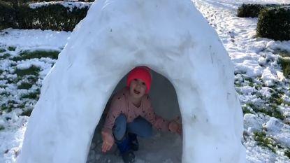 VIDEO. Schattig: Renée (7) en haar broer Quinten (13) tonen trots hun zelfgemaakte iglo