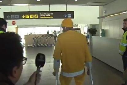 Wanneer het Neymar op krukken even allemaal te veel wordt op de luchthaven van Barcelona