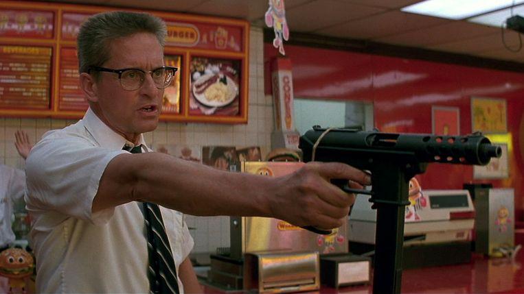 Michael Douglas speelt in de film Falling Down (1993) een traditionele blanke man van middelbare leeftijd die de greep op het leven is kwijtgeraakt. Beeld