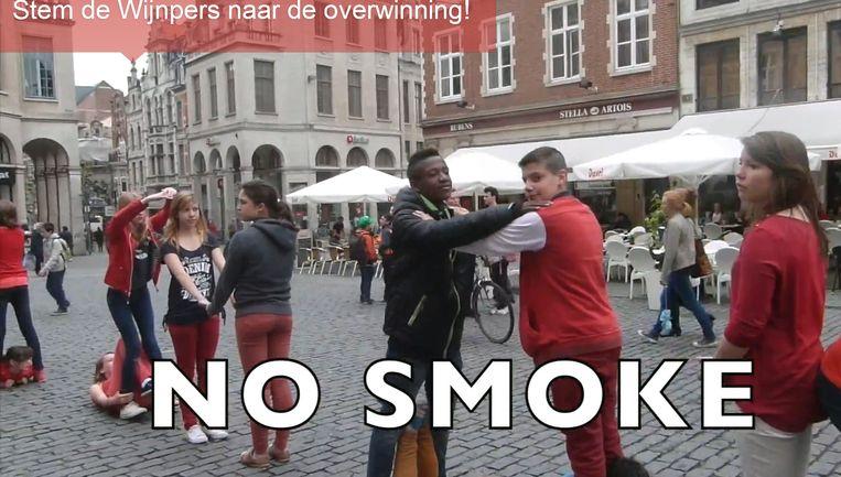 Een beeld van het flashmobfilmpje waarmee de school de finale haalde.