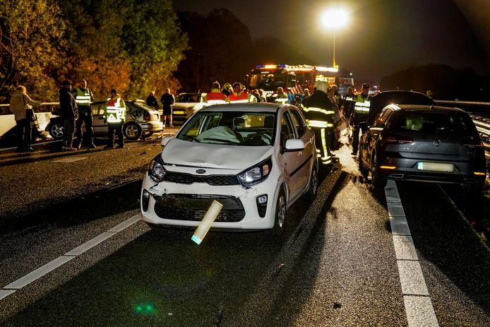 De schade na het ongeluk op de A17.