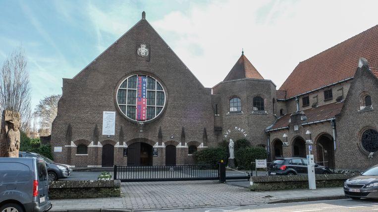 De Damiaankerk en het aanpalende Karmelietenklooster vormen het decor van Vespers.