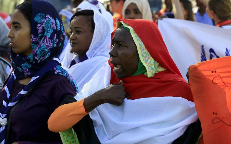 Op maandag 25 november gingen talloze vrouwen de straat op in de hoofdstad Karthoum tijdens de Internationale Dag tegen Geweld op Vrouwen.