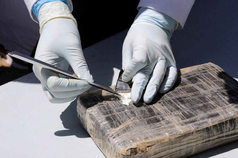 De aangespoelde drugs zitten verpakt in plastic pakketten en hebben een zuiverheidsgraad van 83 procent.