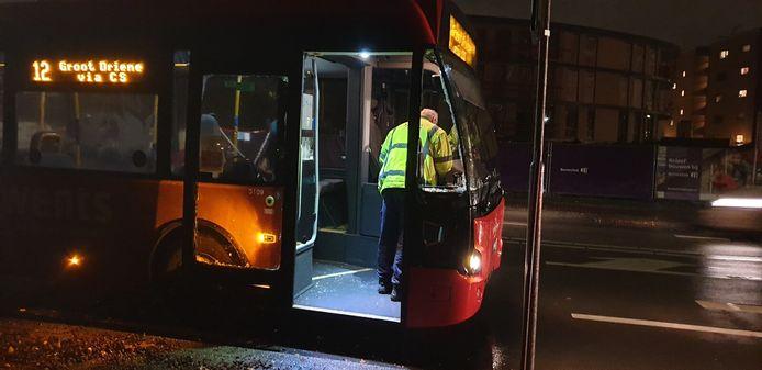Vanavond heeft een vrachtwagenchauffeur een botsing gehad met een lijnbus.