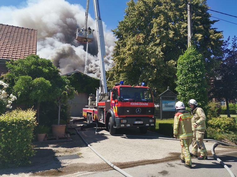 De brandweerposten van Duffel en Lier blussen het vuur.