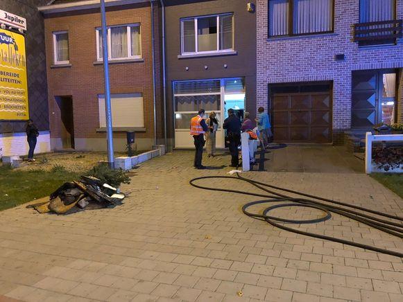De brand richtte aanzienlijke schade aan op de bovenverdieping, maar de brandweer kon erger voorkomen.