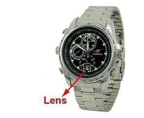 Een spywatch: een horloge waarin een miniscule camera en een microfoon zijn verwerkt. Foto ter illustratie, niet het gebruikte horloge in kwestie.