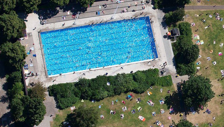 Hoewel de verplichte pas de overlast in het zwembad heeft verminderd, noemt de commissie het instrument niet proportioneel Beeld anp