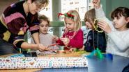 """Leerlingen De Brug knutselen cadeautjes ineen voor elkaar: """"De kinderen kunnen zelf even Sinterklaas spelen"""""""