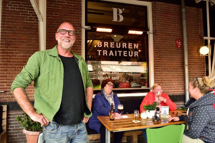 Ed Breuren op zijn winterterras in Woerden.