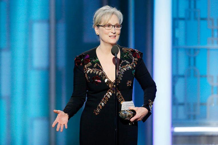 Meryl Streep neemt haar oeuvreprijs in ontvangst bij de Golden Globes. Beeld getty