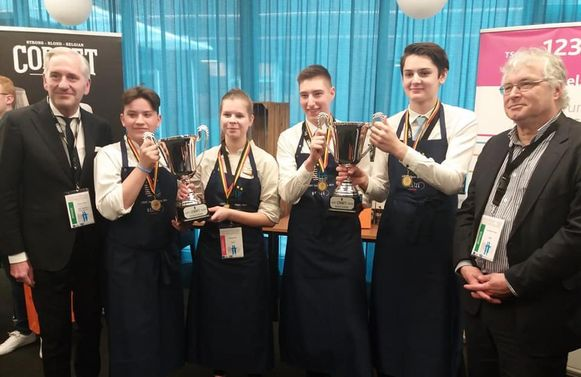 Prijsuitreiking van de nationale culinaire AEHT-wedstrijd, met Annelies Soens  van COLOMAplus
