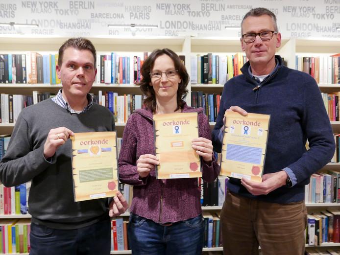 De winnaars van Molenhoek Pakt Aan (v.l.n.r.):  Paul Meindersma (Energiecafé), Hilde Desmet (Promenade Artistique) en GertJan Steendam (de Dorpsquiz).