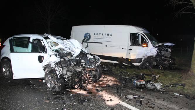 """Heleen (34) en zoontje René (4) zwaargewond, maar buiten levensgevaar na frontale botsing: """"Een mirakel dat het niet nog erger is"""""""