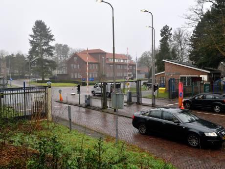 Oppositie neemt verkeerswethouder Buijtelaar onder vuur om verplaatsing ingang kazerne