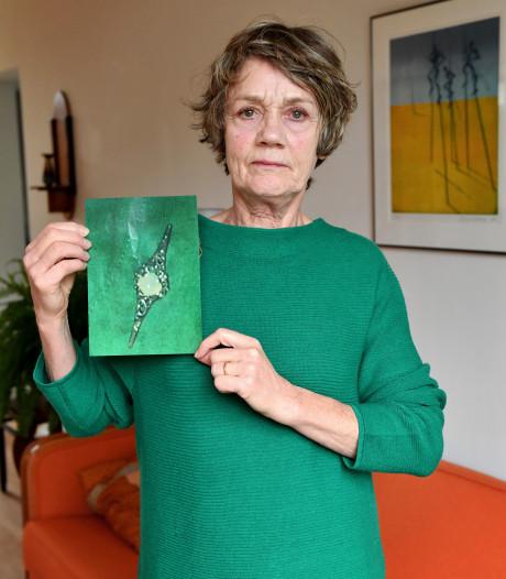 Anneke verliest na 47 jaar broche van overleden moeder: 'Was me zo dierbaar'
