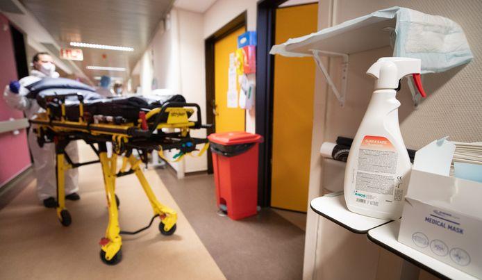 Un patient s'apprête à être transféré au CHR de la Citadelle à Liège.