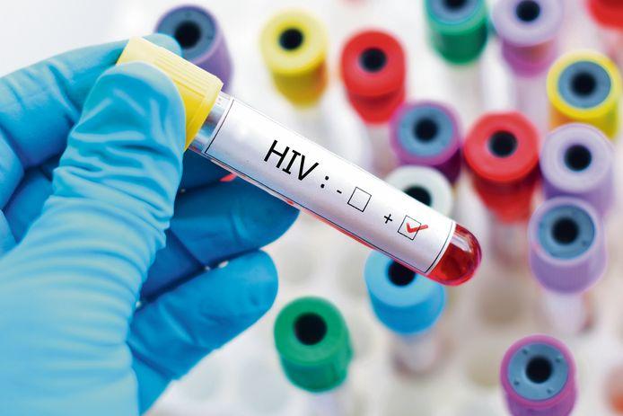 Selon les dernières estimations de Sciensano, 18.335 personnes vivaient avec le VIH en Belgique en 2018, dont 91% étaient diagnostiquées. Parmi elles, 92% recevaient un traitement antirétroviral et 94% de celles-ci avaient une charge virale indétectable.