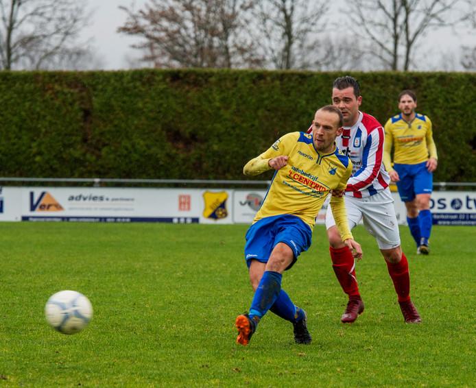 Eethen; amateurvoetbal ; voetbal ; sport ; nr 7 rechts GDC aanvoerder Jamie Youell