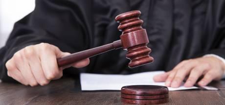 Almeloër (35) krijgt half jaar cel en contactverbod voor stalken en bedreigen ex