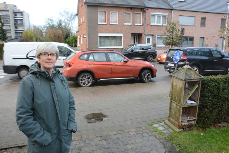 Om de haverklap wordt er voor de oprit geparkeerd van de woning van Chantal Thielens.