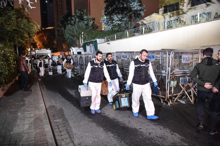 Het team onderzoekers verzamelde onder andere bewijsmateriaal in het Saudisch consulaat en het huis van de consul.