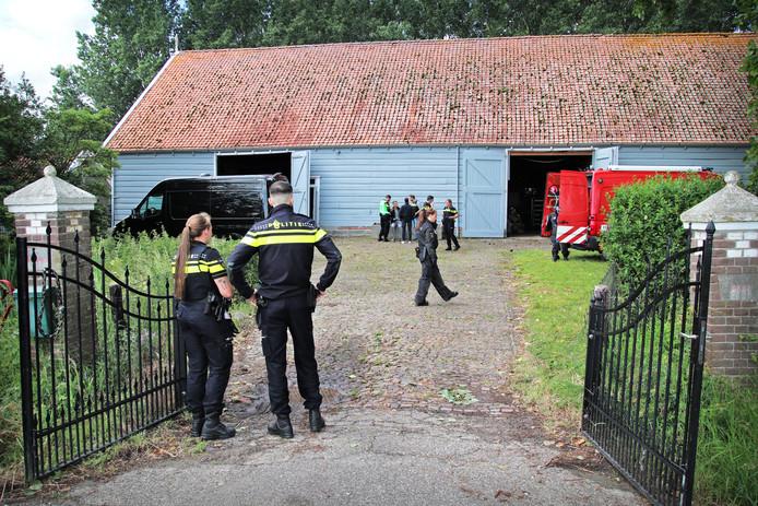 Groot cocaïnelab gevonden in een schuur aan de Molenweg in Oud-Vossemeer.