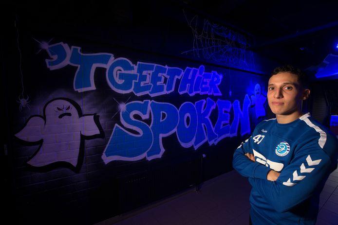Mo Hamdaoui in de spelerstunnel bij De Graafschap, waar het voor GA Eagles komende zondag gaat spoken.