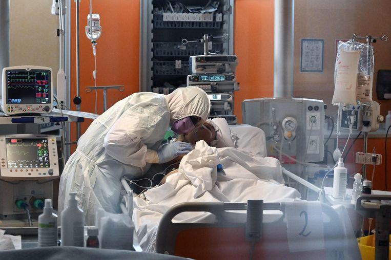 Op 24 uur tijd zijn er in Italië 743 doden bij. In totaal gaat het om 6.820 overlijdens.