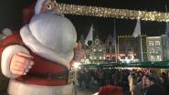 Kerstman in Brugge krijgt eigen 'kerstballen' getekend door vandalen