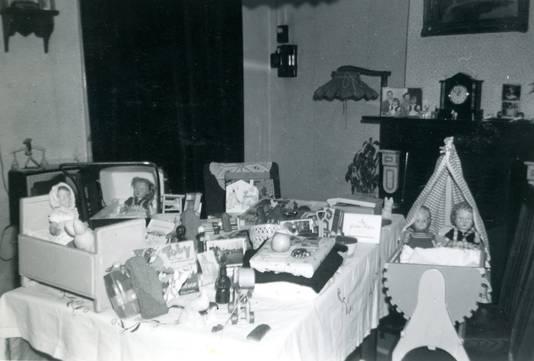 Piet was heel handig en maakte voor zijn dochters menig cadeautje, zoals meubeltjes voor de poppen.