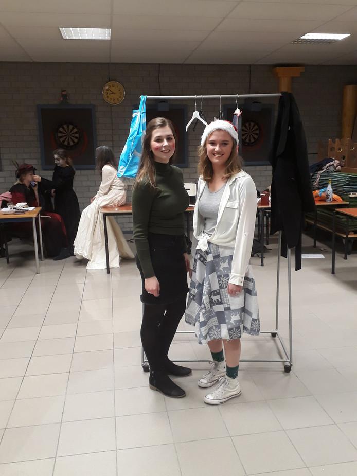 Scrooge als jubileum voorstelling  Links op de foto Anouk Lemmen/ rechts Nikki van der Linden