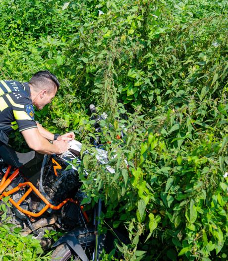 Gewonde motorrijder zit vast onder motor na valpartij in Diessen, leidt hulpdiensten via app naar zijn locatie