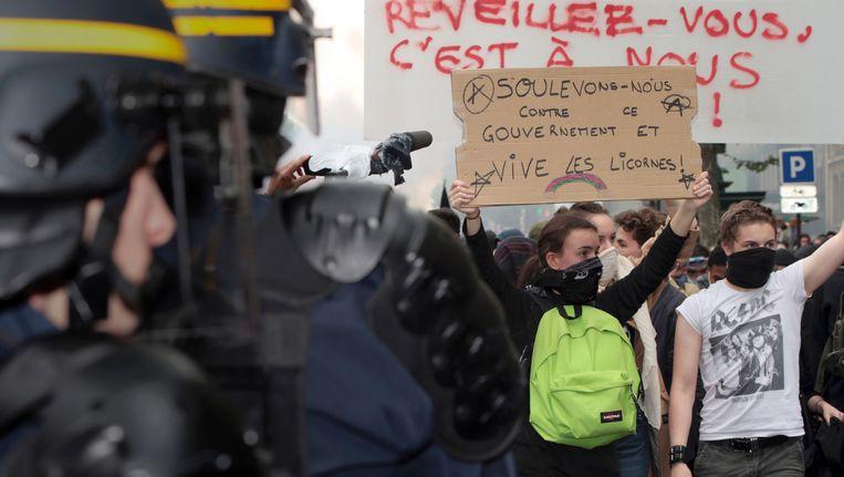 Demonstranten in de straten van Parijs, deze voormiddag.