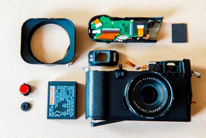 De kapotte camera van de Tilburgse persfotograaf Guido Koppes