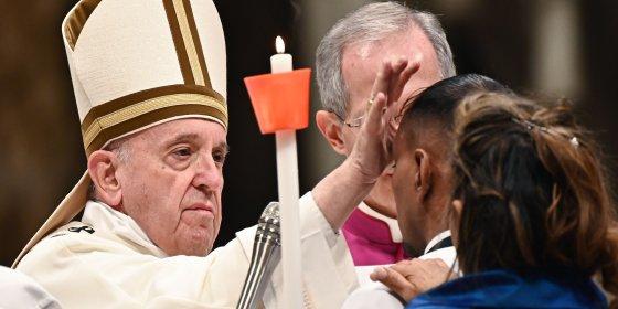 Paus in paasboodschap: 'Raak niet ontmoedigd door zee van problemen'