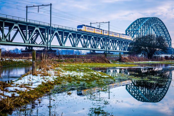 De spoorbrug bij Oosterbeek.