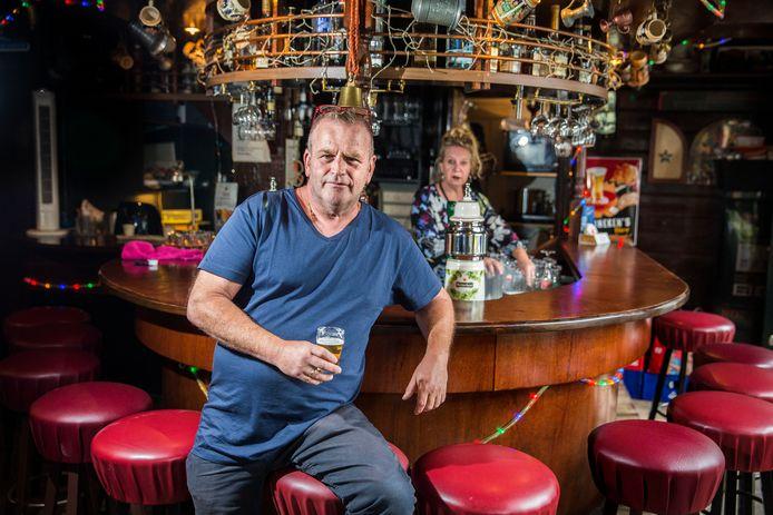 Kroegbaas Ad Kroon: 'Bewoners Carnisse hebben andere dingen aan hun hoofd dan het Songfestival.'