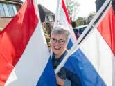 Drie hoeraatjes voor de koning bij buurtvereniging Oud-Juliana-Veen