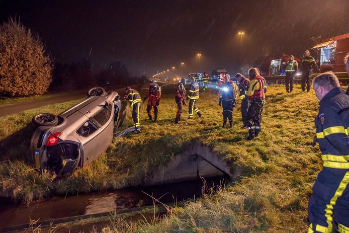 Auto crasht op de A58 en belandt in sloot. Van de bestuurder ontbreekt ieder spoor.