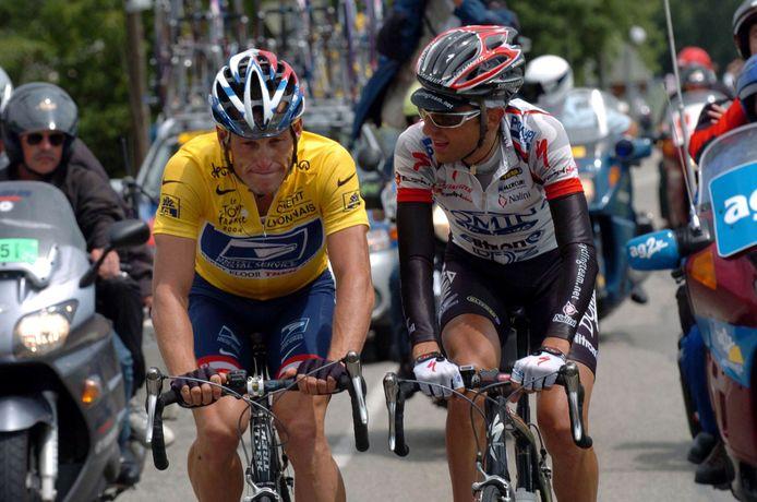 Lance Armstrong roept Filippo Simeoni tot de orde in de Tour de France van 2004.