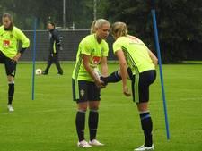 Zweeds dameselftal traint bij DCS op sportpark Hengelder