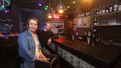 Een Antwerpenaar in Brugge, die noemt zijn café 'De Groenplaats'