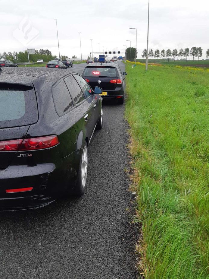 Een automibilist uit Roelofarendsveen krijgt drie boeters in één klap.