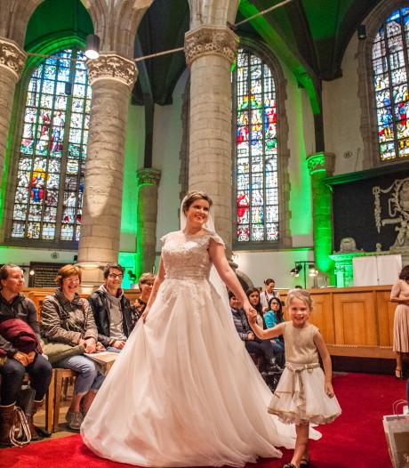 Mooiste jurken op trouwbeurs Sint-Janskerk