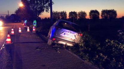 Auto belandt in gracht in Beernem