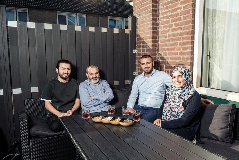 Ahmed Batman, Abdullah Batman, Ömer Ince en Tuğbanur Batman kunnen deze zomer niet naar hun thuisland. Beeld Jakob van Vliet
